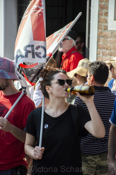 Protester against cruise ships in Venice drinking beer